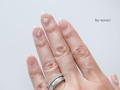 ホワイトカラーでネイルと指輪コラボレーション
