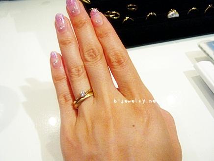 個性的な婚約指輪にカラーゴールドを選ぶ