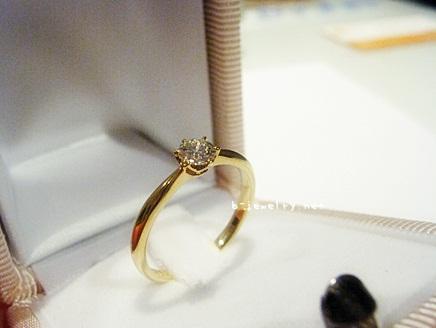 大人可愛い婚約指輪なら評判のピンクゴールドがいいんじゃないかしら