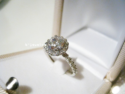 ハリーウィンストンでよく見かけるデザインの婚約指輪