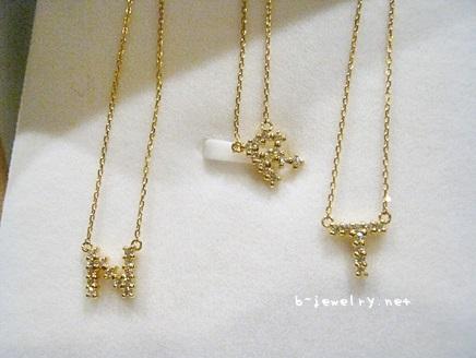 ダイヤモンドイニシャルネックレスの比較