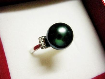 黒真珠のリングをお土産にもらいました。
