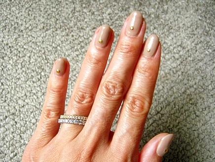 ハーフエタニティダイヤモンドリングとネイルコーディネイト