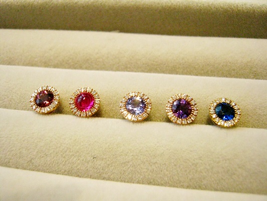 誕生石とダイヤモンドのジュエリーペンダント 彼女へのプレゼントにぴったり。
