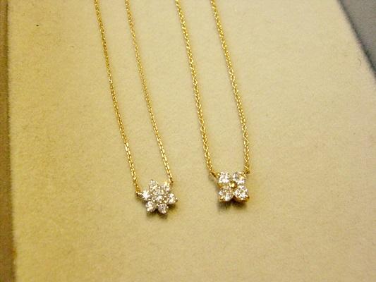 スノーフラワーとクローバーモチーフのダイヤモンドジュエリーネックレス。