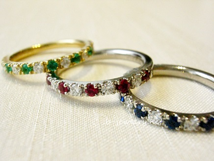 ピジョンブラッドルビーとダイヤモンドのハーフエタニティリングがきれいだ!