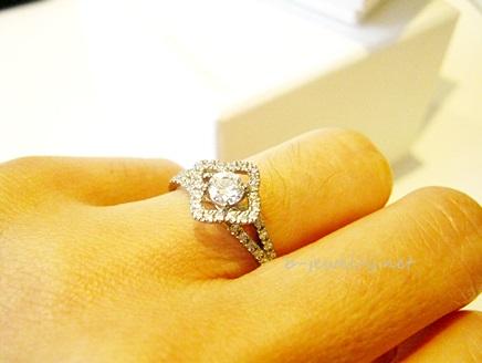 可憐な雰囲気の婚約指輪デザイン。
