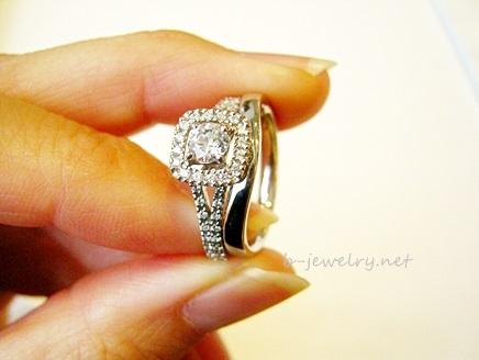 結婚指輪と婚約指輪の重ね付け例。