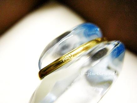 指輪の刻印の写真