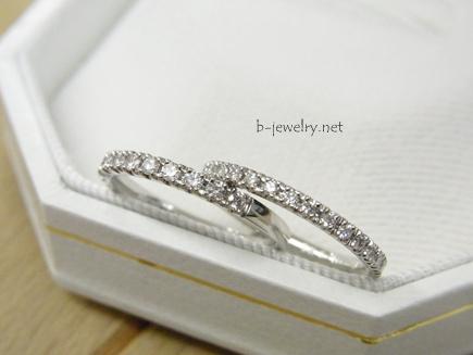 低予算でも安く買えるダイヤモンドのハーフエタニティマリッジリングです