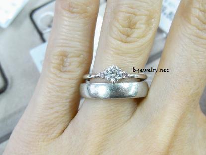 ダイヤモンドエタニティマリッジリング・結婚指輪の重ねづけ