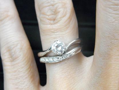 S字ウェーブライン結婚指輪とRivage(リヴァージュ)マリッジリングの重ね付け