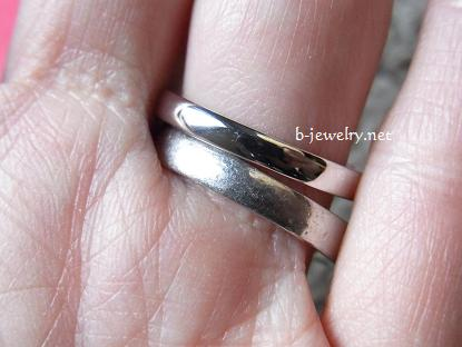 スイートテンダイヤモンドリングを結婚指輪と重ねづけ