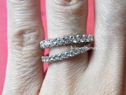 スイートテンダイヤモンドリングエタニティタイプのダイヤモンド大きさ比較(0.3カラットと0.7カラット)