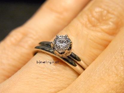 ダイヤモンド婚約指輪と結婚指輪のセットリング